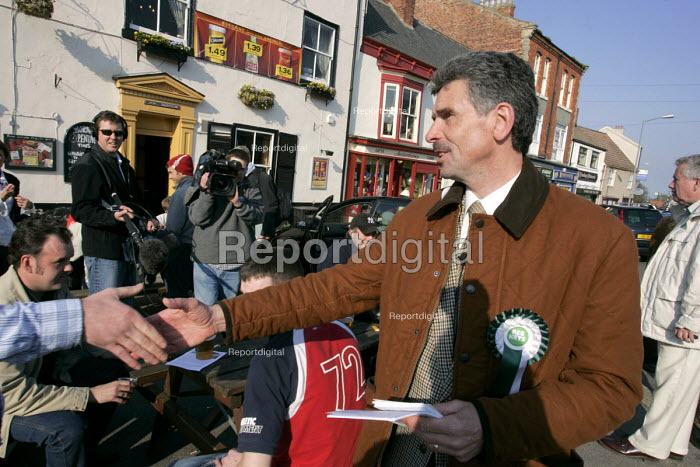 The Independent candidate Reg Keys who is standing on an anti war and accountability stand against Tony Blair in the prime ministers Sedgefield constituency in the 2005 British general election. Reg's son Tom is amongst the 85 or so British soldiers killed to date in Iraq - Mark Pinder - 2005-04-21
