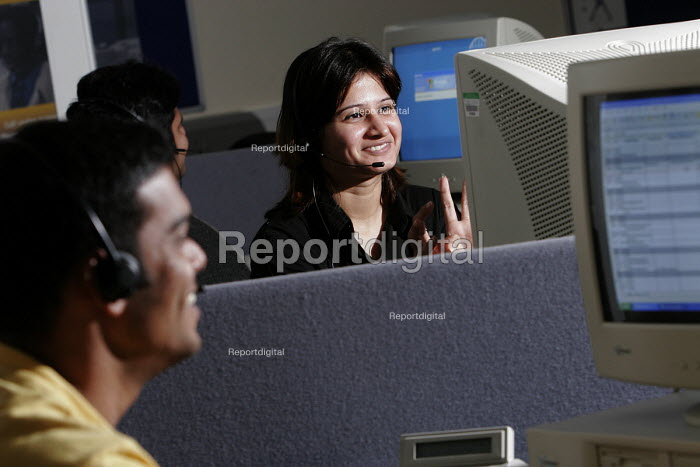 An Indian student learns call centre skills on a course to train call centre skills to foreign students, Newcastle College, Newcastle Upon Tyne. 13/10 2005. - Mark Pinder - 2005-10-13