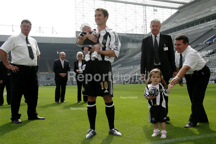 �16 million pound signing Michael Owen is paraded before fans after his transfer from Real Madrid to Newcastle United. Saint James' Park football stadium, Newcastle Upon Tyne. - Mark Pinder - 2005-08-31