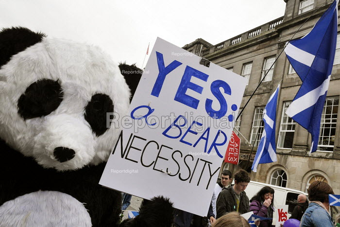 Independence For Scotland, march and rally Edinburgh. A pair of pro independence Pandas referencing Tian Tian and her male companion Yang Guang the Edinburgh Zoo Panda's. - Mark Pinder - 2013-09-21