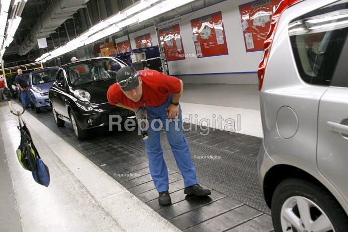 Nissan car workers do a quality control check on Nissan Micra cars which have just rolled off the production line. Nissan car plant at Washington near Sunderland. - Mark Pinder - 2006-09-25