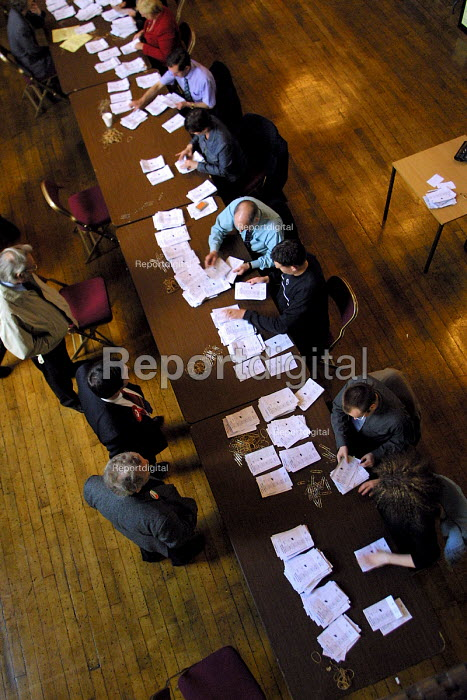 Counting votes in local elections. - Mark Pinder - 2002-05-03