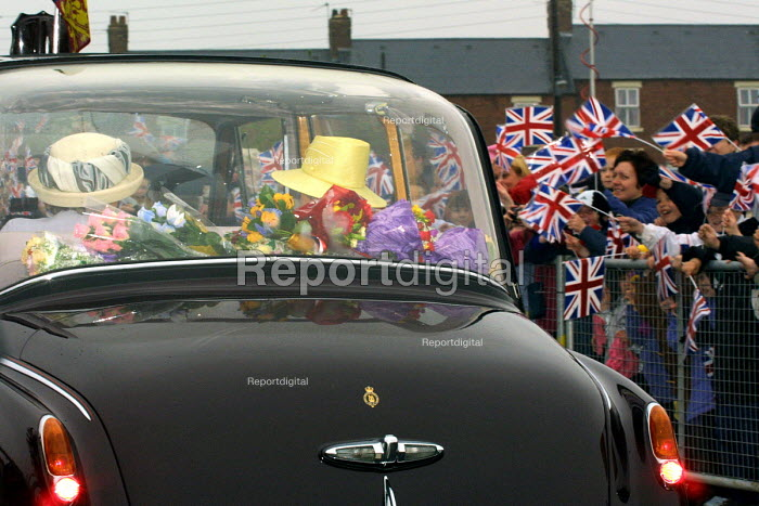 The Queen leaving Easington Colliery on the second day of her jubilee tour to the north-east of England.Easington Colliery, Co Durham. - Mark Pinder - 2002-05-08
