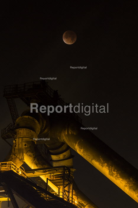 Lunar eclipse over the SSI Redcar steelworks blast furnace. SSI have announced the plant will be mothballed, with the loss of 1,700 jobs. Redcar, Co Cleveland - Mark Pinder - 2015-09-28