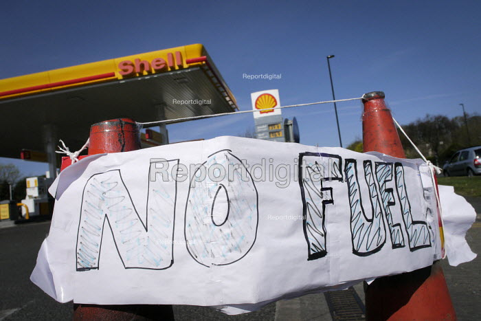No Fuel sign at a garage in Gosforth, Newcastle Upon Tyne, which has closed due running out of fuel to sell because of panic buying of petrol and diesel by the public who feared tanker drivers would strike. - Mark Pinder - 2012-03-30