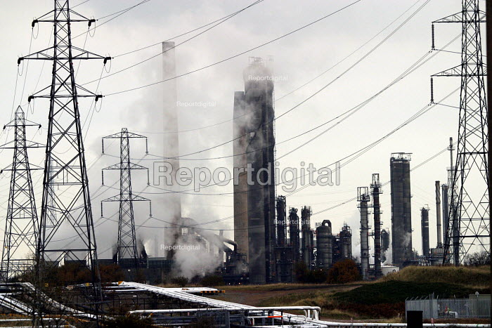 Industrial landscape of chemical works. Teesside, North east England. - Mark Pinder - 2002-10-30
