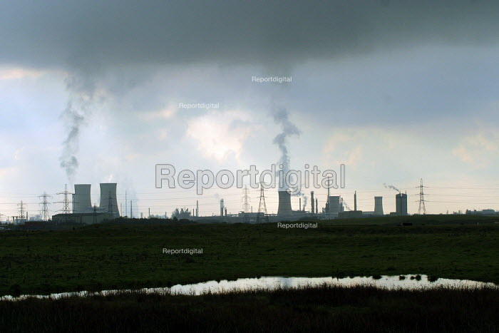 Industrial landscape of chemical plants. Teesside, North east England. - Mark Pinder - 2002-10-30