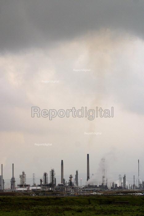 Industrial landscape of chemical plants. Teesside, North east England. - Mark Pinder - 2002-10-30