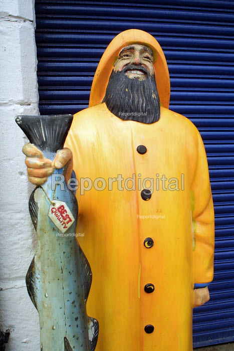 An advertising model of a North sea fisherman outside a wet fish shop. North Shields. 28/5 2002 - Mark Pinder - 2002-05-28
