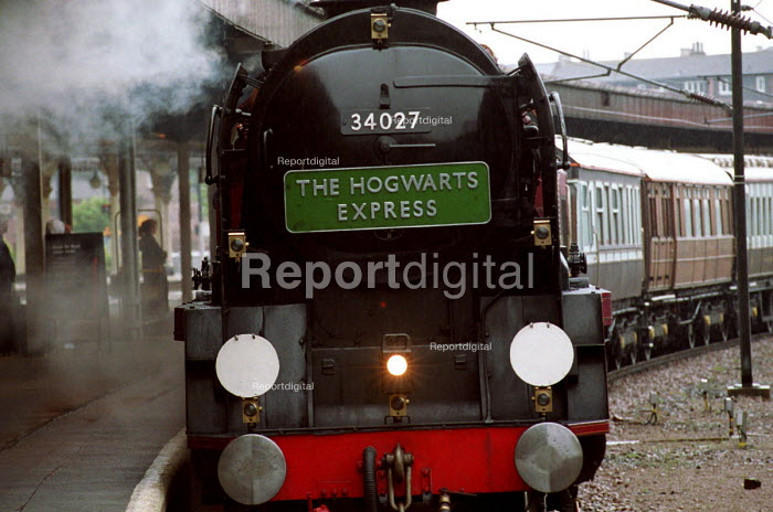 The Hogwarts Express Train. Publicity campaign for the 4th book in the Harry Potter series by the the writer JK Rowlings. York Railway Station. - Mark Pinder - 2000-07-10