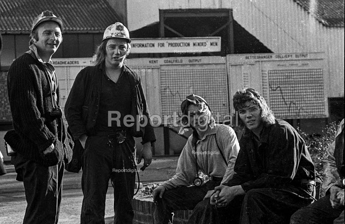 Young Kent miners at Betteshanger colliery in a confident mood during work to rule just before 1974 strike. The graph behind them shows falling production levels due to the work to rule. - Peter Arkell - 1974-02-03