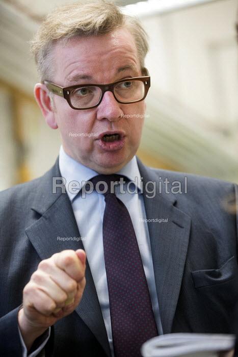 Michael Gove MP visiting Marling school, Stroud, Gloucestershire. - Paul Box - 2014-01-10