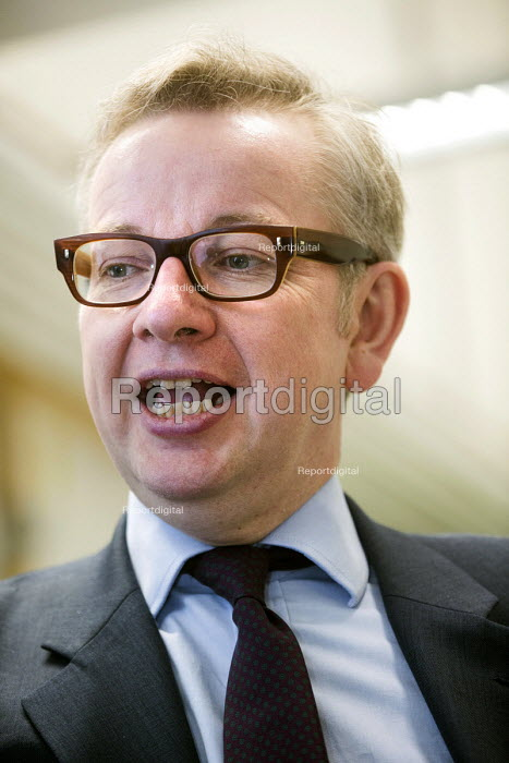 Michael Gove MP visiting Marling school, Stroud, Gloucestershire. - Paul Box - 2014-01-10