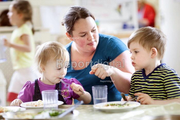 Children eating lunch, Norland Nursery, Bath. - Paul Box - 2012-06-27