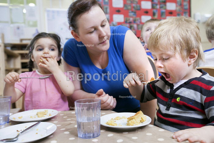 Children eating their lunch, Norland Nursery, Bath. - Paul Box - 2012-06-27