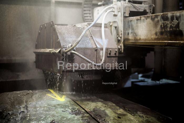 Slate is cut by machine at Welsh Slate, Penrhyn quarry, Bethesda, North Wales. - Paul Box - 2013-08-12