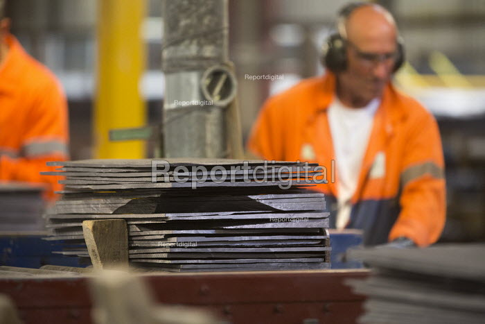 Workers at Welsh Slate, Penrhyn quarry, Bethesda, North Wales. - Paul Box - 2013-08-12