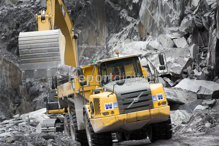 A quarry worker driving a digger at Welsh Slate, Penrhyn quarry, Bethesda, North Wales. - Paul Box - 2013-08-12