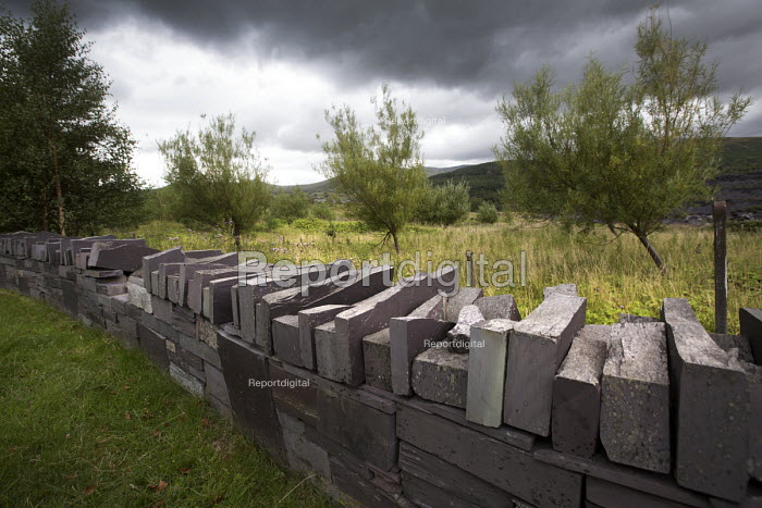 A slate wall at Welsh Slate, Penrhyn quarry, Bethesda, North Wales. - Paul Box - 2013-08-12