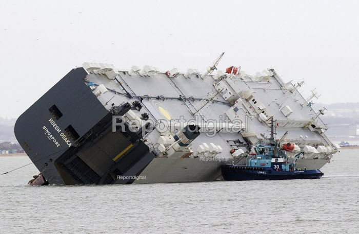 Salvage workers climbing on the ship. The Hoegh Osaka car carrier aground on Bramble Bank between Southampton and the Isle of Wight after it sailed from the Hampshire port with its cargo of 1,400 cars - Paul Box - 2015-01-07
