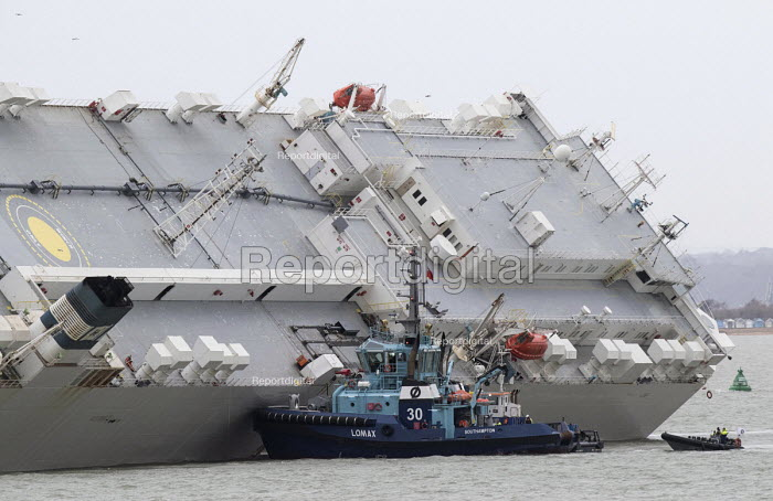 The Hoegh Osaka car carrier aground on Bramble Bank between Southampton and the Isle of Wight after it sailed from the Hampshire port with its cargo of 1,400 cars - Paul Box - 2015-01-07