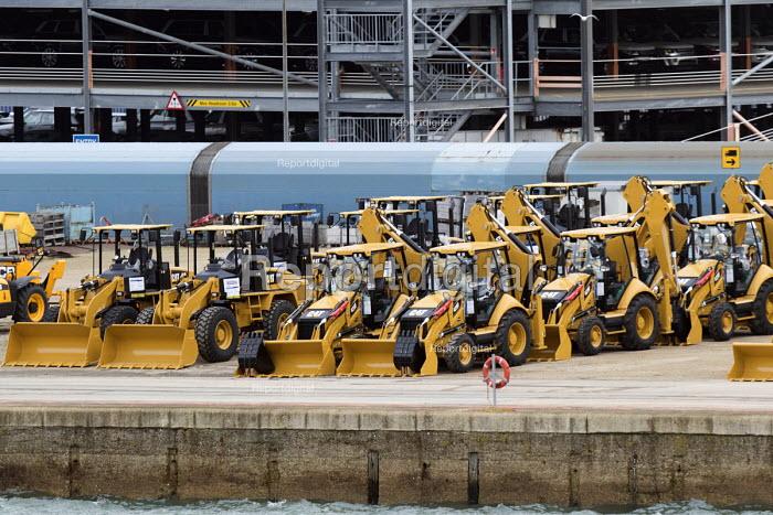 CAT diggers awaiting export, Southampton Docks - Paul Box - 2015-01-07