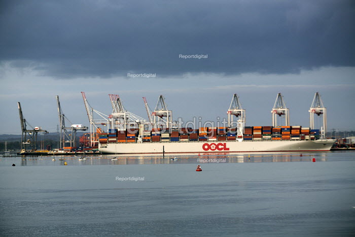 OOCL (Orient Overseas Container Line) Container ship Southampton Water - Paul Box - 2015-01-07
