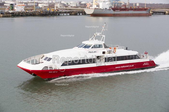 Red Jet hi-speed passenger ferry service Southampton - Paul Box - 2015-01-07