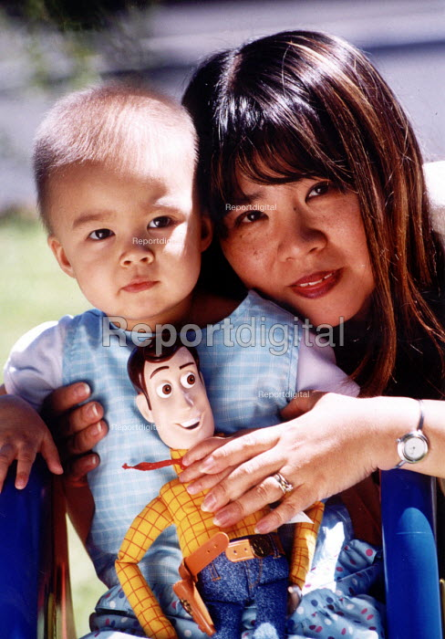Kumi a CLIC patient at her home with her mother in Honiton Devon. CLIC is a caring charity for children with cancer or Leukemia - Paul Box - 2001-07-17