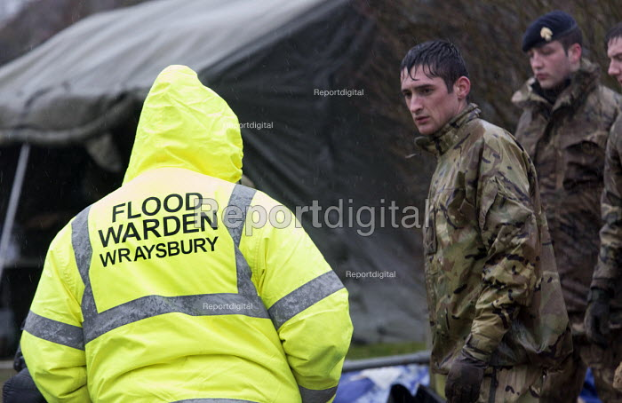 A flood warden oversees the army filling sand bags at Wraysbury, Berkshire which has been flooded after the Thames burst its banks. - Paul Box - 2014-02-12