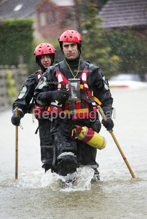 West Midlands Ambulance Service team (Hart) search for residents needing assistance, Wraysbury, Berkshire after the Thames burst its banks. - Paul Box - 2014-02-12