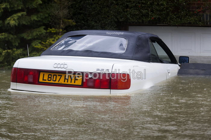 A car is flooded, Wraysbury, Berkshire after the Thames burst its banks. - Paul Box - 2014-02-12