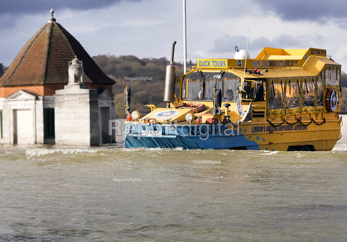 An amphibious vehicle the Duck ferries residents of Windsor to Egham, Berkshire which has been flooded after the Thames burst its banks wade through flood waters. - Paul Box - 2014-02-13