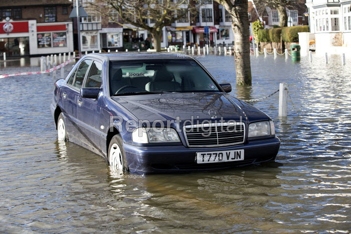 A flooded car in Datchet , Berkshire which has been flooded after the Thames burst its banks. - Paul Box - 2014-02-13