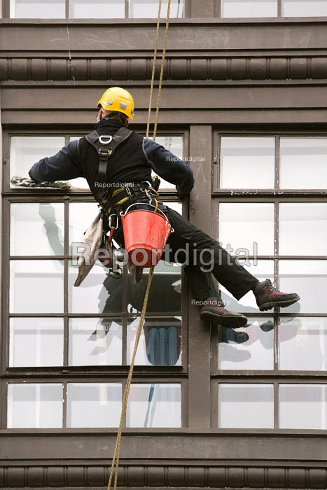 Window cleaners working, Oxford street, London - Paul Box - 2014-02-15