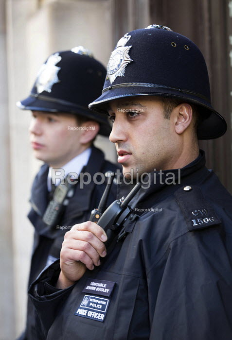 Police officers on patrol, Oxford street, London - Paul Box - 2014-02-15