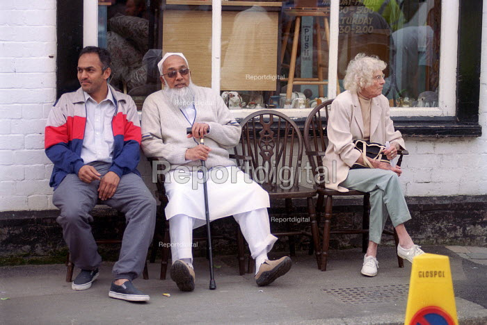 Multi racial community in the street. Gloucester - Paul Box - 2001-05-14