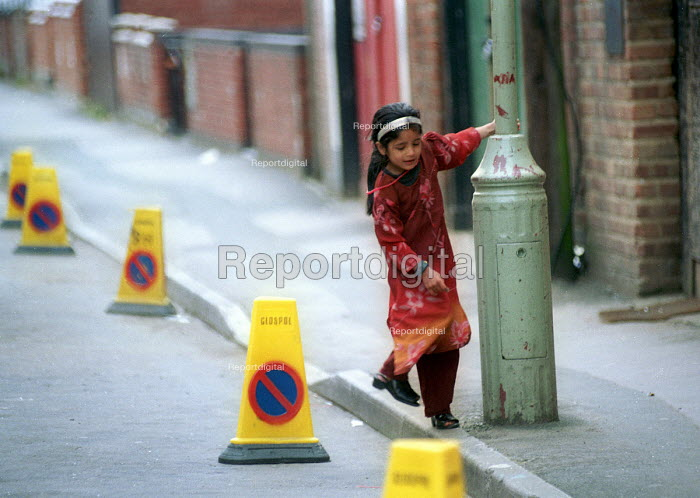 Asian children playing in the street. Gloucester - Paul Box - 2001-05-14