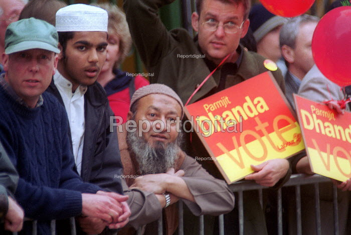 Asian labour voters in Gloucester - Paul Box - 2001-05-14