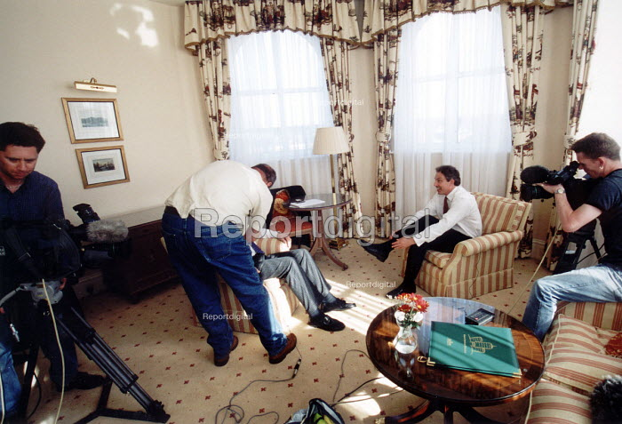 Tony Blair is interviewd for HTV at the Marriott hotel Bristol - Paul Box - 2001-05-24