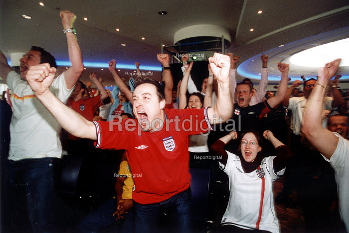 Sun Life Axis workers being given time off work to watch England play the World Cup football match verses Argentina on TV. Bristol - Paul Box - 2002-06-07