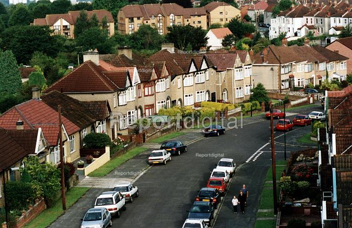 Suburban houses, Bristol. - Paul Box - 2002-08-14