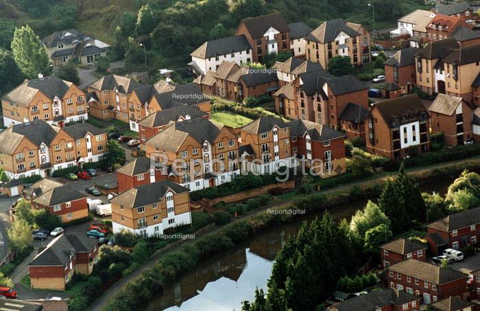 New houses, Bristol. - Paul Box - 2002-08-14