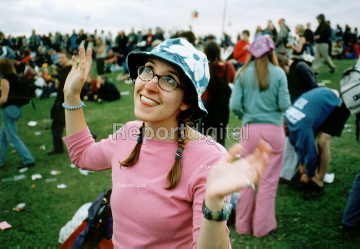 Audience enjoying the music, Glastonbury Festival. - Paul Box - 2001-07-14
