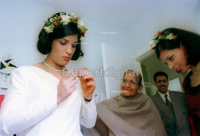 Bride getting ready for Asian wedding. London - Paul Box - 2000-07-14
