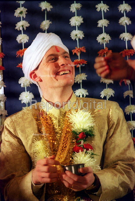 Asian wedding. London - Paul Box - 2000-07-14