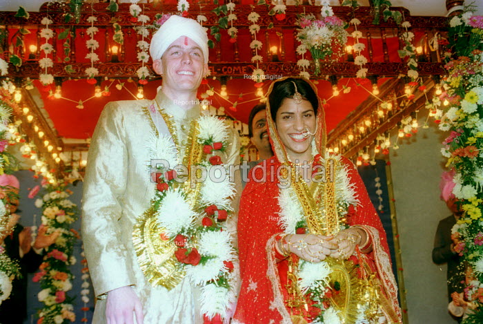 Asian wedding. London - Paul Box - 2000-07-14