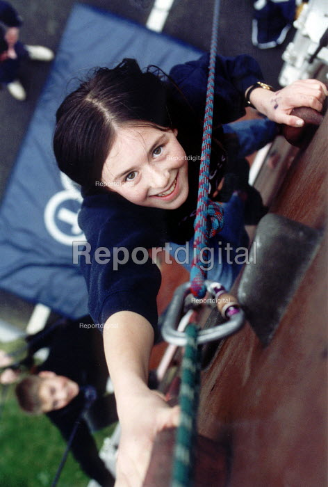 Connexions outdoor activities for school leavers, wall climbing. - Paul Box - 2002-07-14