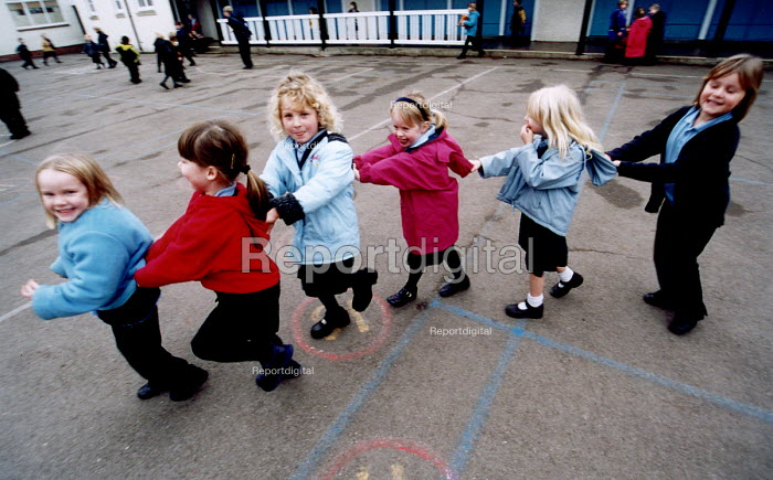 Pupils playing in the playground at Bruton Primary School Somerset. - Paul Box - 2000-07-14