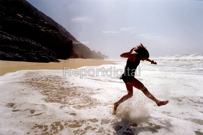 Jumping in the sea, Portugal - Paul Box - 1998-08-11